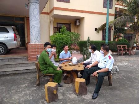 Thanh tra Sở Văn hóa, Thể thao và Du lịch tỉnh Nam Định phối hợp với các cơ quan chức năng kiểm tra liên ngành việc thực hiện tạm dừng kinh doanh các dịch vụ văn hóa, thể thao, du lịch trên địa bàn tỉnh Nam Định.